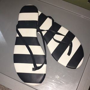 Shoes - Black and white flip flop